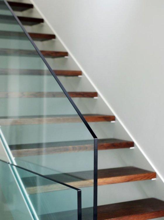 Frameless glass staircase balustrade