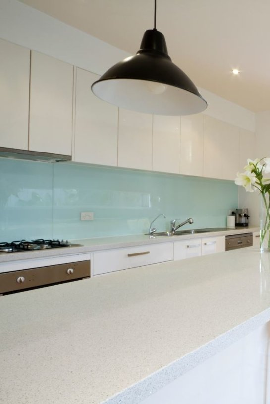 Contemporary kitchen with glass splashback