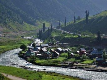 river-Kashmir winter trip