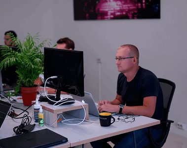 Vareger CEO Oleg Pun working in office