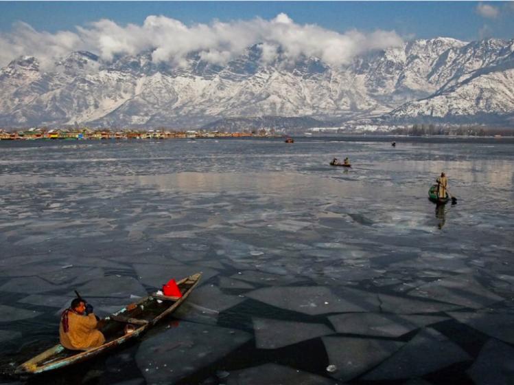 Dal lake-Kashmir winter trip